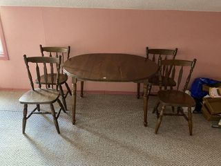 KITCHEN TABlE  4 CHAIRS   lEAF