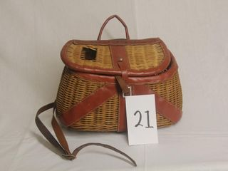 Vintage wicker Fisherman s Creel