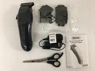 WAHl PET GROOMING WITH lITHIUM ION ClIPPER