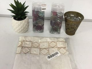 FINAl SAlE ASSORTED DECORATIVE ITEMS