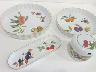 ROYAl WORCESTER EVESHAM 10  AND 8 5  QUICHE PlATES