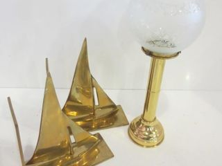 BRASS CANDlE HOlDER WITH ETCHED GlASS GlOBE