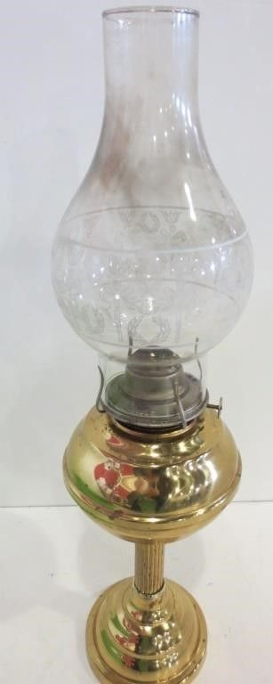 BRASS HURRICANE lAMP WITH ETCHED GlASS CHIMNEY