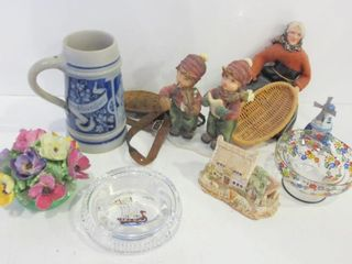 DECORATIVE ITEMS  FIGURINES  MUG  FlORAl  CHIPPED