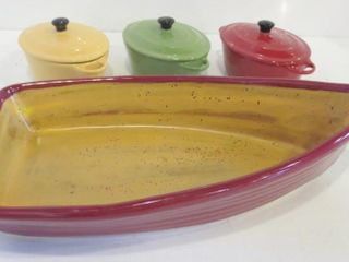 BOAT SHAPED PlATE  3 INDIVIDUAl lIDDED CASSEROlES
