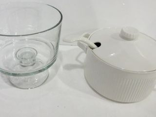 WHITE CERAMIC SOUP TUREEN WITH lADlE AND PEDESTAl
