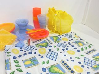 PlASTIC DISHES AND UTENSIlS  PlASTIC TABlEClOTH