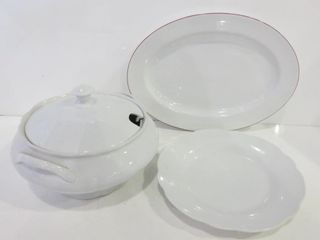 PAIR OF WHITE CERAMIC SERVING PlATTERS  SOUP