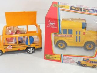 SCHOOl BUS WITH PASSENGERS  SElF PROPEllED BUS