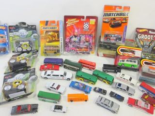 DIE CAST AND PlASTIC CAR BUS MODElS BY MAISTO  HOT