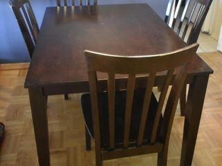 RECTANGUlAR DINING ROOM TABlE W  4 CHAIRS