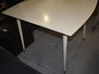 WHITE WOOD TABlE W  4 lEAVES