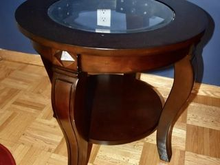 GlASS TOP ROUND SIDE TABlE