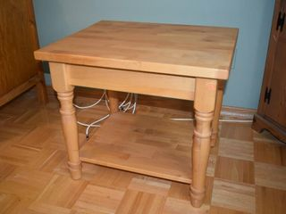 WOOD SIDE TABlE  25  X 21  X 22