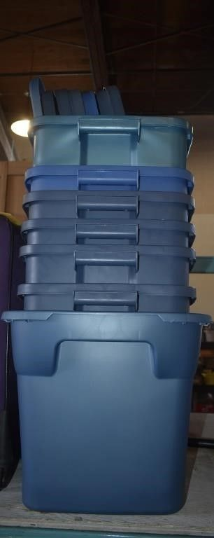 7 PlASTIC CONTAINERS W  MATCHING lIDS