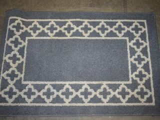 BlUE AREA RUG WITH WHITE PATTERN