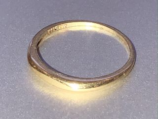 14kt YEllOW GOlD TAPERED BAND 1 3 grams