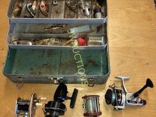 Antique Tackle Box   Reels