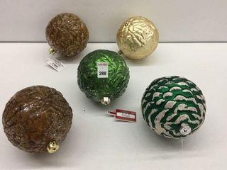 ASSORTED HOlIDAY TIME ORNAMENT