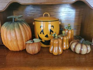 lot of Harvest Decor   Enamel Pumpkin Pot   6 Decorative Pumpkins