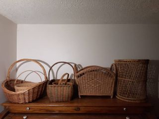 lot of Wicker Baskets with 1 Wicker Trashcan