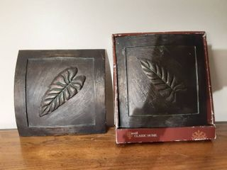 lot of 2 Hanging Metal Wall Decor with leaf Design