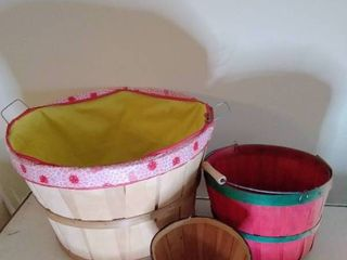 lot of Baskets  largest is 17 x 12 Inches