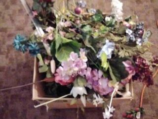 001 lot of Box of Faux Flowers
