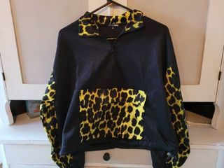 FASHION NOVA BlACK HAlF JACKET SIZE MEDIUM