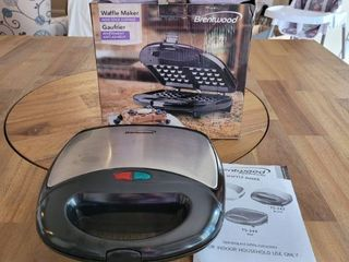 Brentwood TS 243 Non Stick Dual Waffle Maker  Black