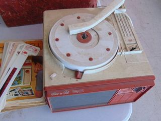 Show n tell teaching system w record player and viewer