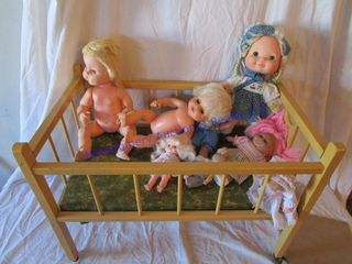 DOll BED WITH DOllS