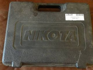 Nikota Pneumatic Staple Gun in Case with Senco 3 4  19  Finishing Staples