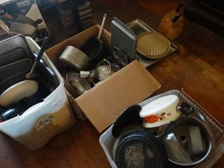 lot of Kitchen Items  Pots  Pans  Baking Sheets  Etc