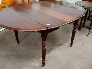 WAlNUT VICTORIAN ERA OVAl DROP lEAF TABlE