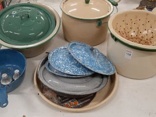 ASSORTMENT PORCElAIN WARE
