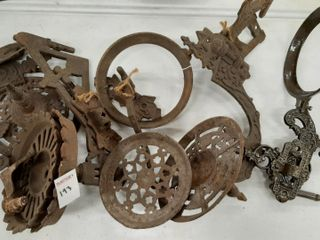 ASSORTED CAST IRON WAll BRACKETS