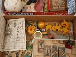 lOT ASSORTED VINTAGE COllECTIBlES