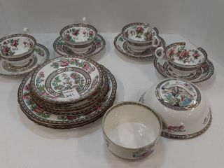 lOT AYNSlEY CUPS  SAUCERS  PlATES