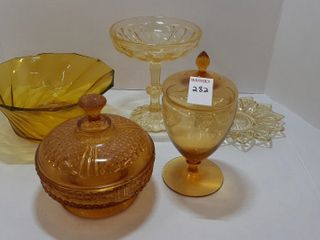 ASSORTMENT OF AMBER GlASS   BOWlS  COVERED DISH