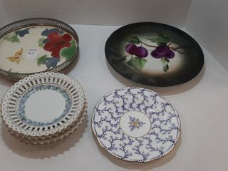 ASSORTMENT OF PlATES