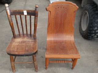 2  CHIlDS CHAIRS