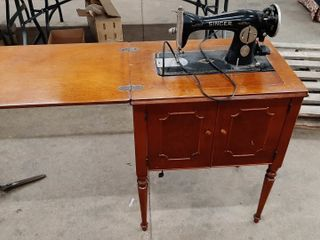 SINGER SEWING MACHINE IN CABINET JA900349