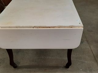 DROP lEAF KITCHEN TABlE   54  X 36