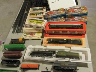 HO scale Train Set with track  engines  cars  cont