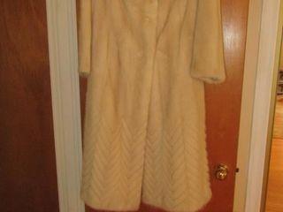 lavimodere mink coat Size 8