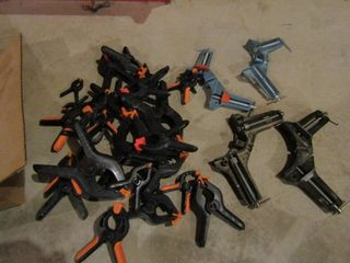 lot of corner clamps and plastic spring clamps