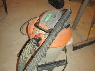 Rigid 2 in 1 Power Vac 6 5 HP with attachments