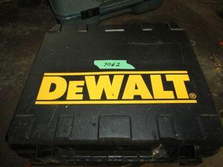 Dewalt 1 2 inch cordless drill with accessories