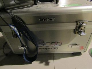 Sony BCCD Handicam Pro video Hi8 with case